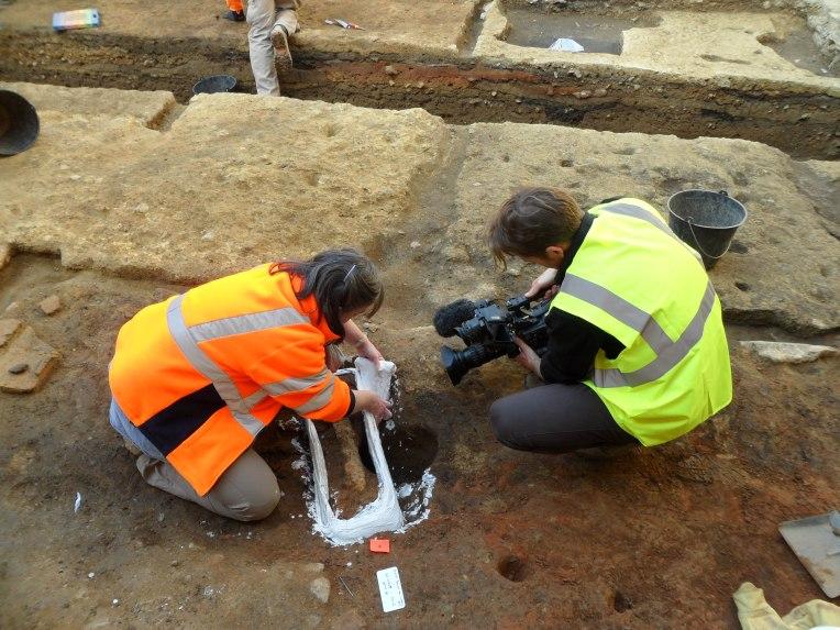 La découverte exceptionnelle d'un glaive datant du premier siècle est une séquence étonnante du film.